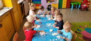 Grupa III – sensoryczne zabawy z masą mydlaną